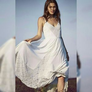 Gorgeous Flowy white lace  cotton dress